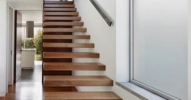 Элегантная прямая лестница на второй этаж открытого типа