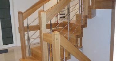 Лестницы из дуба с перилами из нержавеющей стали