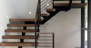 Металлокаркас лестницы с площадкой