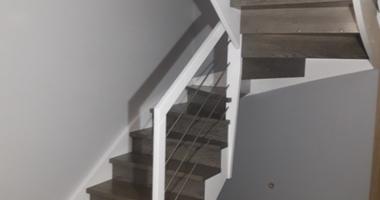 П-образная лестница на косоуре из ясеня