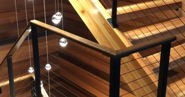 П-образная лестница на металлокаркасе
