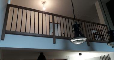 Прямая лестница из ясеня на больцах