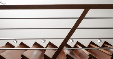 Прямая одномаршевая лестница из мореного дуба