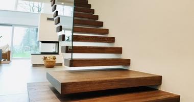 Прямая лестница на 2 этаж с забежными ступенями